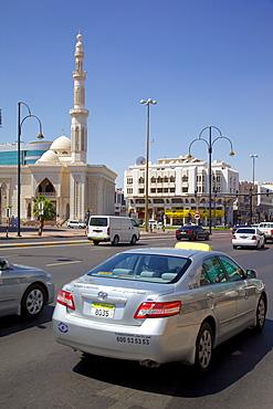 Mosque on Zayed Bin Sultan Street, Al Ain, Abu Dhabi, United Arab Emirates, Middle East