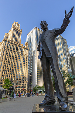 View of Irv Kupcinet (Mr. Chicago) statue, Chicago, Illinois, United States of America, North America