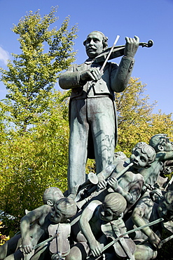 Statue, Tivoli Gardens, Copenhagen, Denmark, Scandinavia, Europe