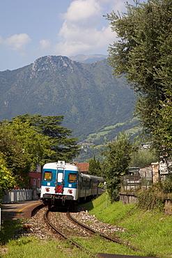 Train, Sale Marasino, Lake Iseo, Lombardy, Italy, Europe