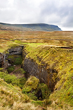 Hull Pot and Pen Y Ghent Horton in Ribblesdale, Yorkshire Dales, Yorkshire, England, United Kingdom, Europe