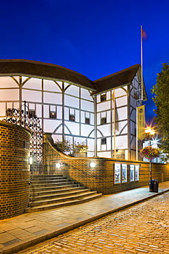 The Globe Theatre at dusk, Bankside, South Bank, London, England, United Kingdom, Europe