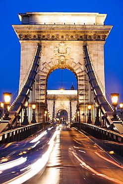 Chain Bridge at night, UNESCO World Heritage Site, Budapest, Hungary, Europe