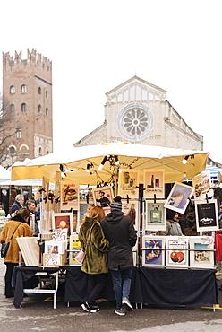 Sunday antiques market with Basilica di San Zeno Maggiore in background, Verona, Veneto Province, Italy, Europe