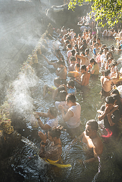 Pilgrims queuing to bathe in the sacred Tampaksiring Spring, Pura Tirta Empul Temple, Ubud, Bali, Indonesia, Southeast Asia, Asia