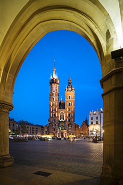 Exterior of Saint Mary's Basilica (Bazylika Mariacka) in Market Square (Rynek Glowny) at night, UNESCO World Heritage Site, Krakow, Malopolskie, Poland, Europe