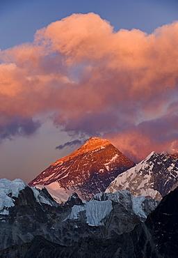 View from Gokyo Ri of Mount Everest, 8850 metres, and Mount Lhotse, 8501 metres, Dudh Kosi Valley, Solu Khumbu (Everest) Region, Nepal, Himalayas, Asia