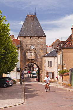 The old gate that is the entrance to old part of Noyers sur Serein in Yonne, Burgundy, France, Europe