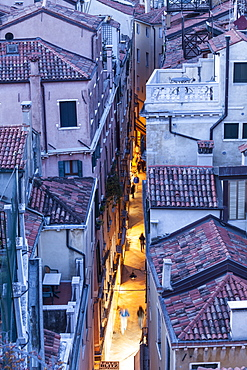 The narrow streets of Venice, UNESCO World Heritage Site, Veneto, Italy, Europe