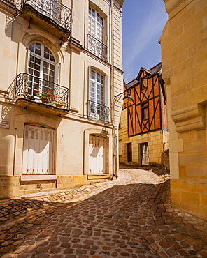 Looking up the old streets of Chinon, Indre et Loire, France, Europe