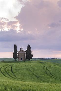 Cappella della Madonna di Vitaleta in the Val d'Orcia, UNESCO World Heritage Site, Tuscany, Italy, Europe