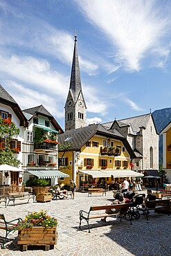 The small town of Hallstatt, on the shores of Hallstatter See, UNESCO World Heritage Site, Salzkammergut, Austria, Europe