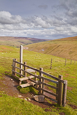A fingerpost pointing towards Littondale in the Yorkshire Dales, Yorkshire, England, United Kingdom, Europe