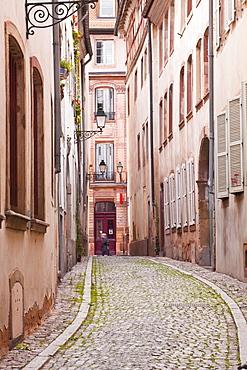 A narrow backstreet in the La Petite France, Grande Ile, UNESCO World Heritage Site, Strasbourg, Bas-Rhin, Alsace, France, Europe