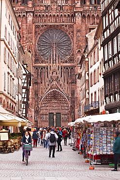 Rue Merciere and Notre Dame de Strasbourg cathedral, Strasbourg, Bas-Rhin, Alsace, France, Europe