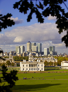 Observatory Hill, Greenwich Park, UNESCO World Heritage Site, Greenwich, and Docklands skyline, London, England, United Kingdom, Europe