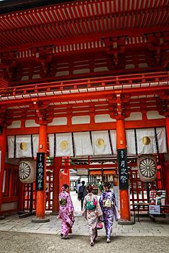 Kimono walk at the entrance to Shimogamo Jinja Temple, Kyoto, Japan