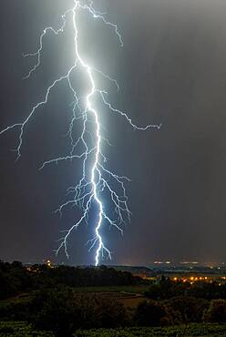 Thunderstorms between Dr?me and Vaucluse on the night of July 30 to 31, 2016, S?guret, Vaucluse, France
