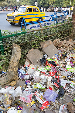 Trash on the streets at the entrance to the Victoria Memorial Hall in Calcutta, Bengal, India.