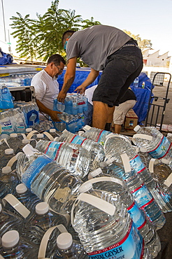 A water charity in Porterville supplying bottled water to houses who have had no running water for over five months, near Bakersfield, California, USA. Hoses in the East of Porterville, many of which are on private wells, have run completely out of water as the water table has dropped catastrophically. Following an unprecedented four year long drought, Bakersfield is now the driest city in the USA. Most of California is in exceptional drought, the highest level of drought classification. 428,000 acres of agricultural land have been taken out of production due to lack of water, thousands of agricultural workers have lost their jobs and one third of all children in California go to bed hungry.