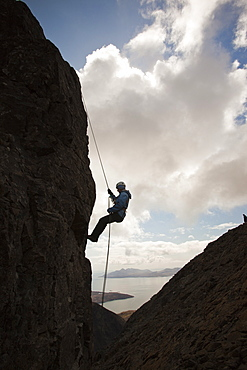 Climber abseiling from the summit of the Inaccessible Pinnacle onto Sgurr Dearg in the Cuillin mountains, Isle of Skye, Scotland, United Kingdom, Europe