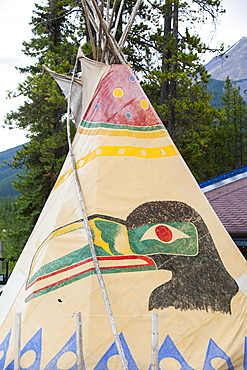 A wigwam at the Wapito Falls tourist attraction on the Icefields Parkway near Jasper, Alberta, Canadian Rockies, Canada, North America