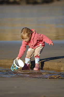 Young girl, Whitesands Beach, St Davids, Pembrokeshire, Wales, UK, Europe
