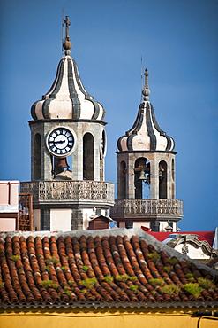 04/04/2009. Plaza de la Constition (world heritage site) of La Orotava on Tenerife Island, Canary islands. Bell tower of the Church de La Conception. Santa Cruz, La Orotava (world heritage site), Tenerife Island. Canary Islands